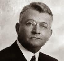 Ralph Elliot es el creador de las ondas de elliott