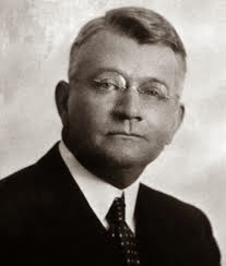 Ralph Elliot es el creador de la teoría de las ondas de elliott